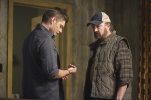 """Sympathy for the Devil"" - Jensen Ackles as Dean and Jim Beaver as Bobby in SUPERNATURAL on The CW. Photo: Michael Courtney/The CW ©2009"
